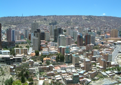 https://upload.wikimedia.org/wikipedia/commons/8/86/La_Paz-center.jpg