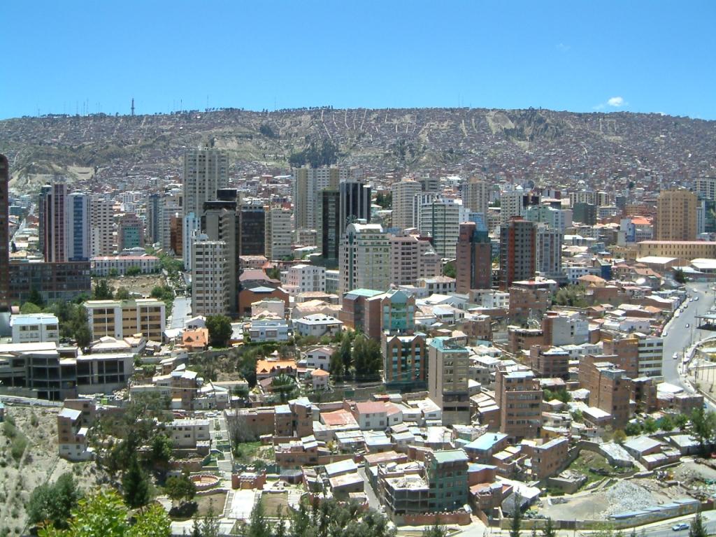 https://upload.wikimedia.org/wikipedia/commons/8/86/La_Paz-center.jpg